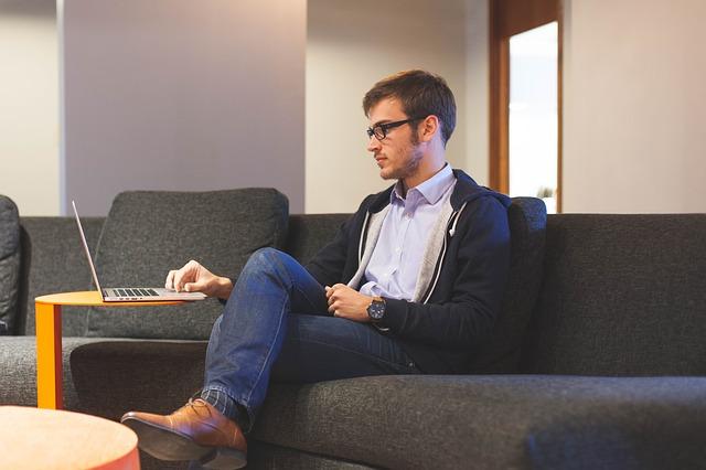 Co warto wiedzieć o płatnym urlopie?